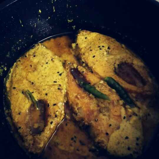 How to make Shorshe illish (hilsa fish in mustard gravy)