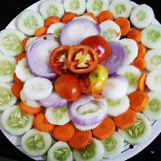 How to make Salad.