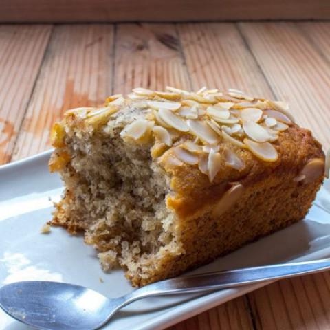 How to make नम केले का केक