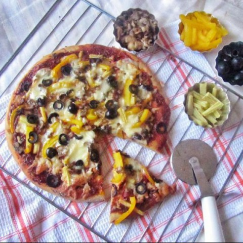 Photo of Whole Wheat Vegetarian Pizza by Tasneem Rajkotwala at BetterButter