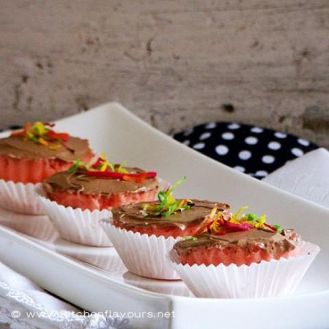How to make एगलेस माइक्रोवेव स्ट्रॉबेरी मफिंस विथ चॉकलेट बटरक्रीम आइसिंग