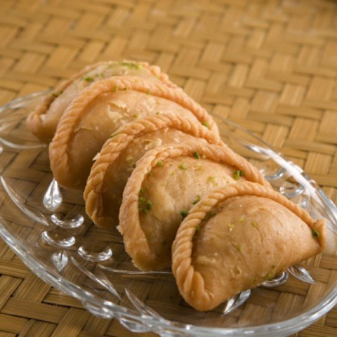How to make Gujiya