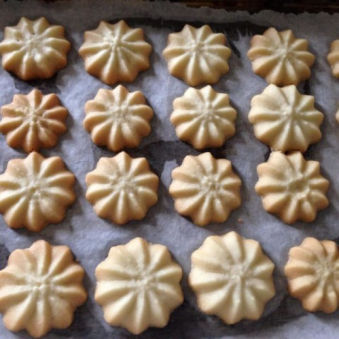 How to make Piped Vanilla Cookies