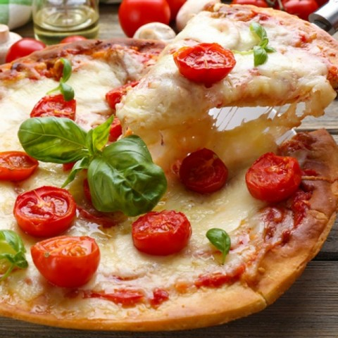 How to make Tomato and Cheese Pizza
