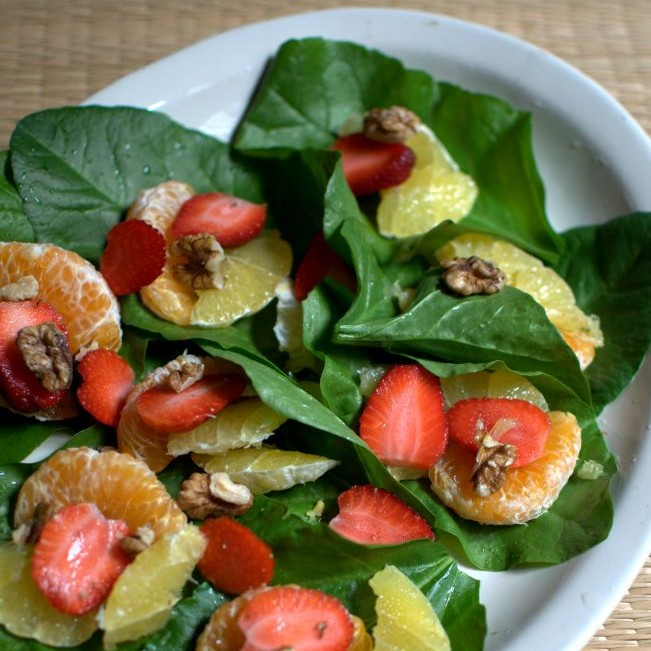 How to make spinach and fruit salad