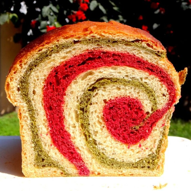 How to make Whole Wheat Beet and Spinach Swirl Bread (Vegan)