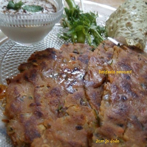 Photo of Thoomwarododo (Sindhi green garlic Jawari paratha) by Sangeeta Pamnani at BetterButter