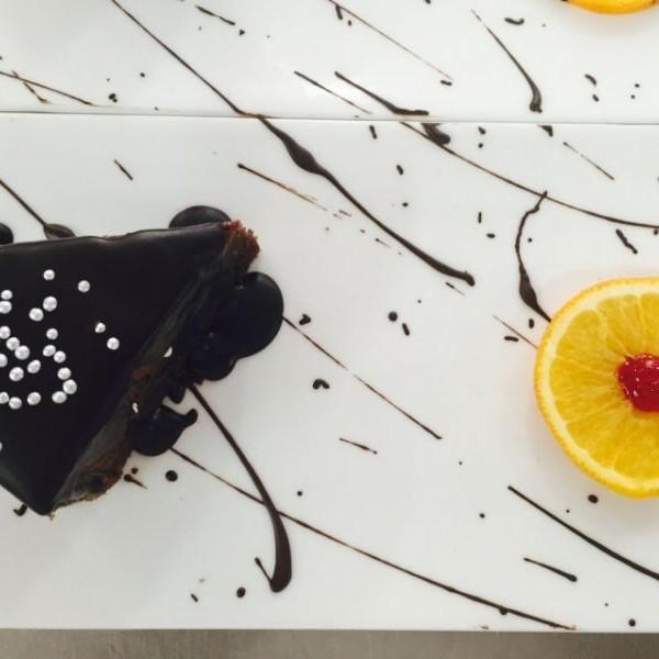 Photo of Gâteau au chocolat avec ganache au chocolat by Tejasvi Arneja at BetterButter