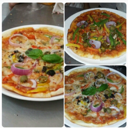 Photo of traditional thin crust veggie pizza by Tejasvi Arneja at BetterButter