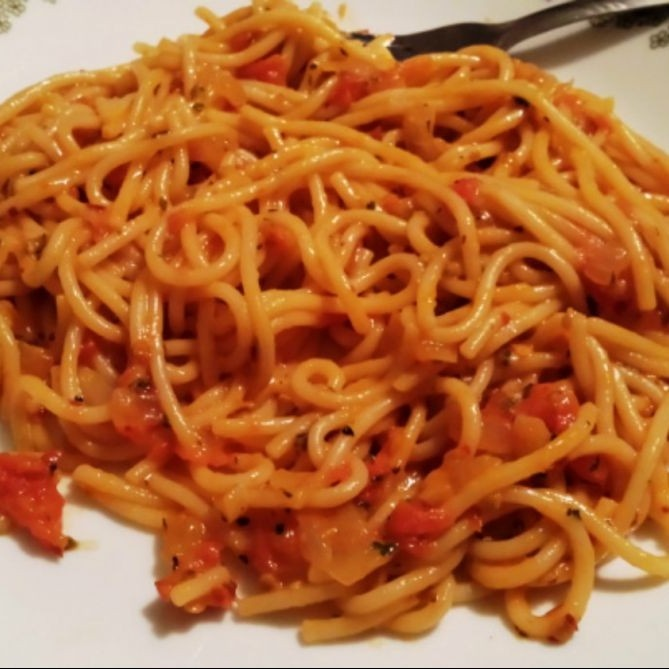 How to make Easy Pasta with tomato sauce