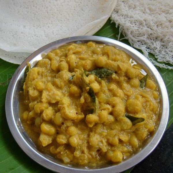 How to make Kerala Style Green Peas Curry For Idiyappam And Appam
