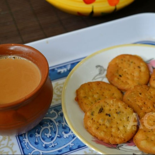 How to make Masale-wali Mathri ( And a very Happy Diwali )