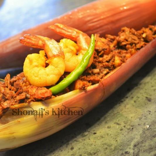 How to make मोचा चिंगरी (झींगा के साथ केला का फूल) ।