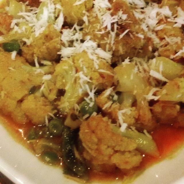 How to make Phoolgobi Malai Curry or Cauliflower in Coconut Gravy