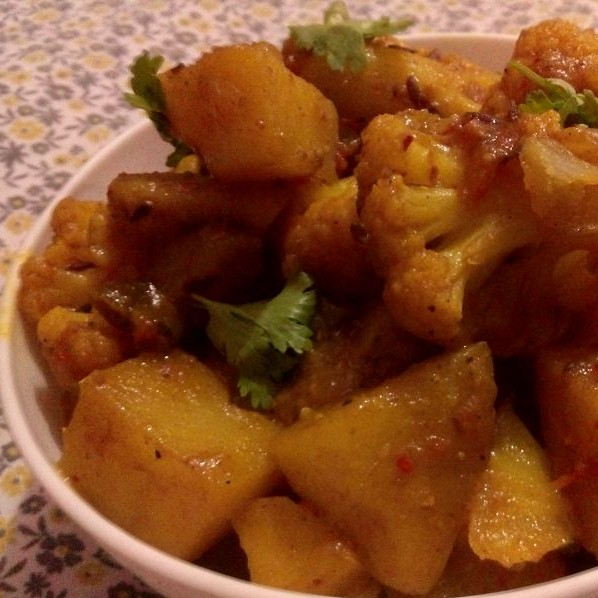 How to make Aloo Gobhi (Potato and Cauliflower Vegetable)