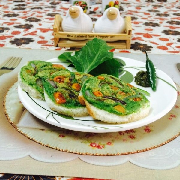 Photo of Spinach Uttapam with Mint chutney by Mehak Joshi at BetterButter