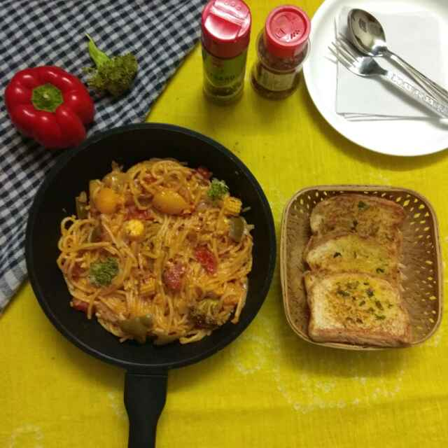 Photo of One pan pasta with garlic bread by Purvi Modi at BetterButter