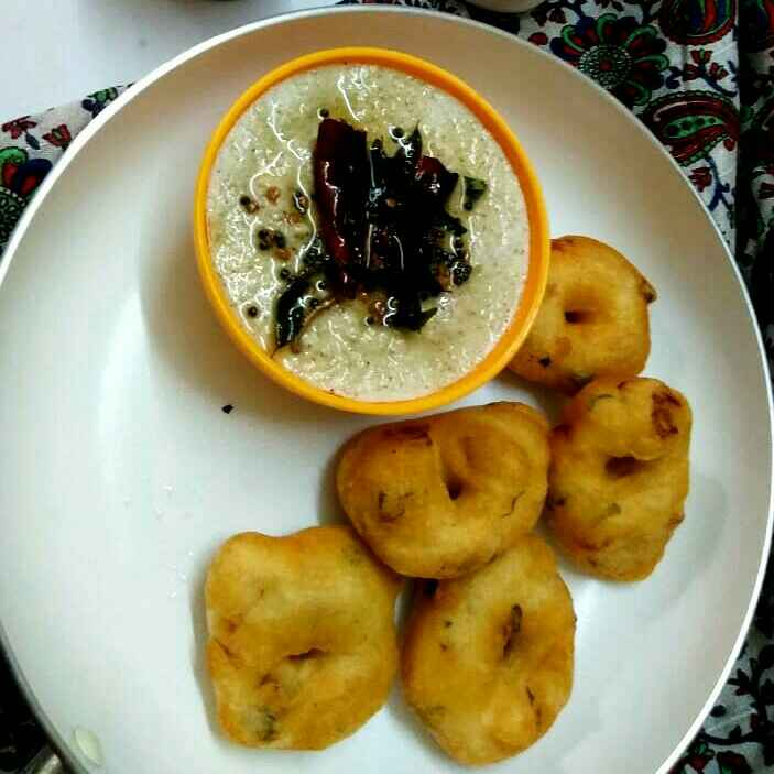 Photo of Ulundhu vadai by Rabia Hamnah at BetterButter