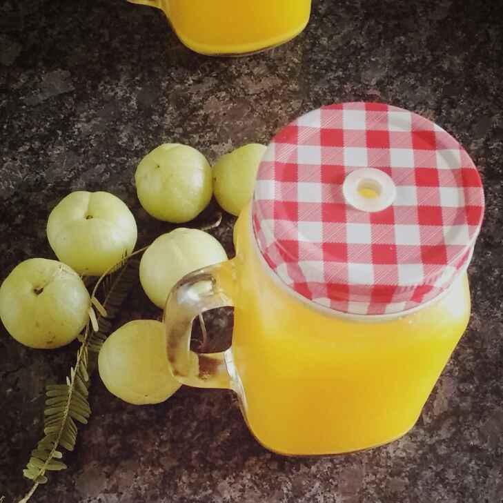 How to make Amla and Fresh Turmeric Juice.