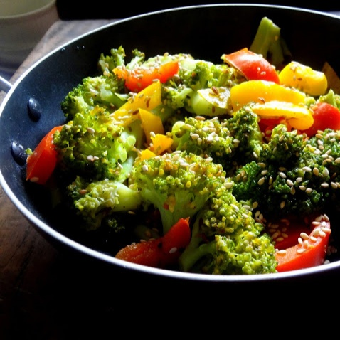 How to make Broccoli,  Bell peppers and  sesame stir fry