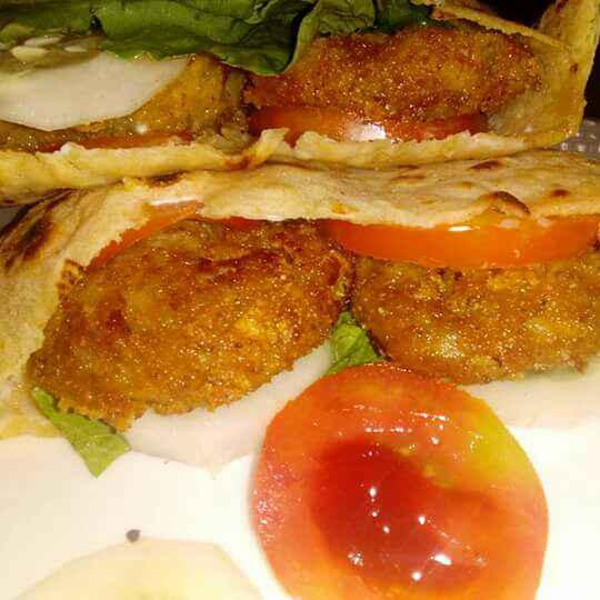 How to make Crispy aloo tikki under pita bread..