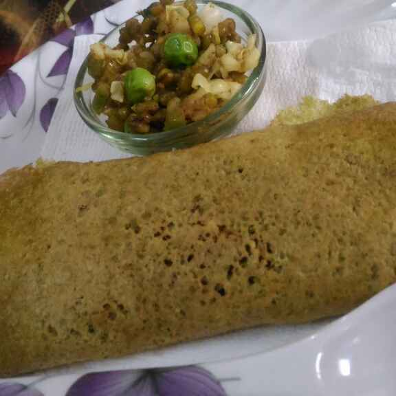 Photo of Palak dosa with moong dal stuffing by Geeta Verma at BetterButter
