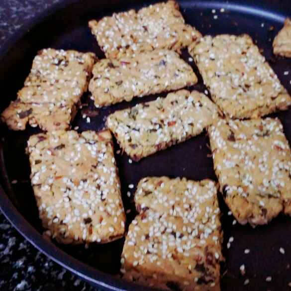 How to make Onion masala crackers