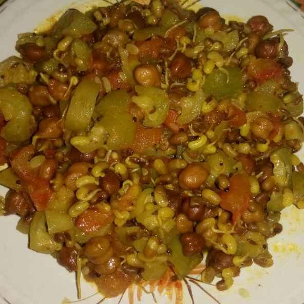 How to make तुराई अंकुरित चने और मोठ की सब्जी