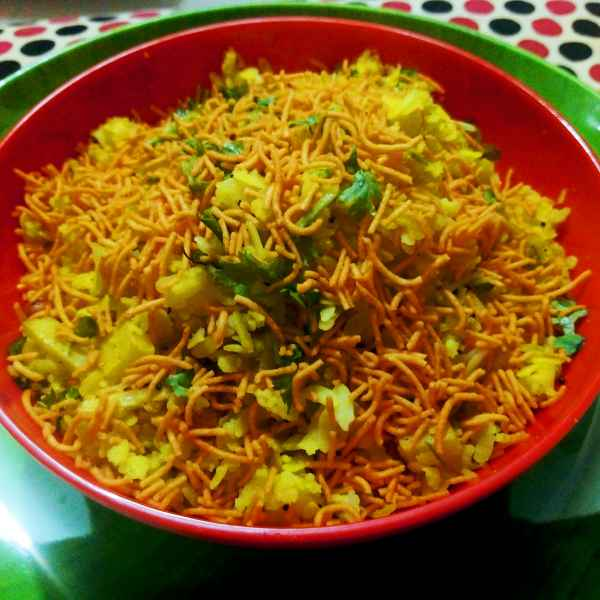 How to make Poha with aaloo sev