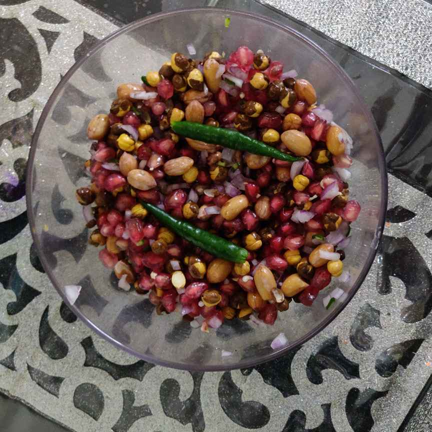 How to make Pomogranate peanut salad