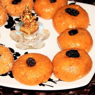 How to make Besan Ladoos/Sweetened Chickpea Flour Balls