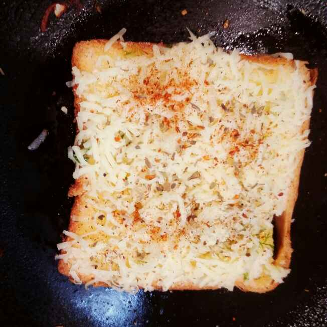 How to make Cheesy garlic bread