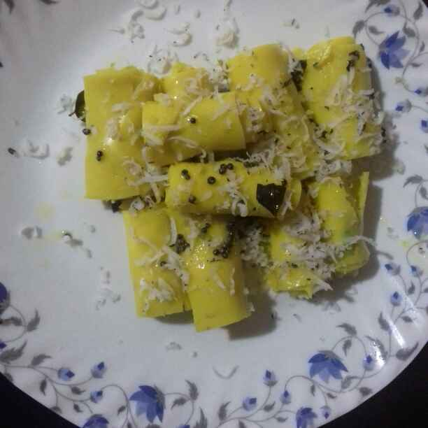 How to make Khandvi made from leftover kadhi