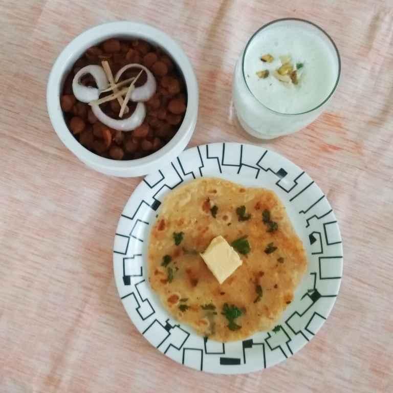 How to make Amritsari Kulcha, Chole with Lassi