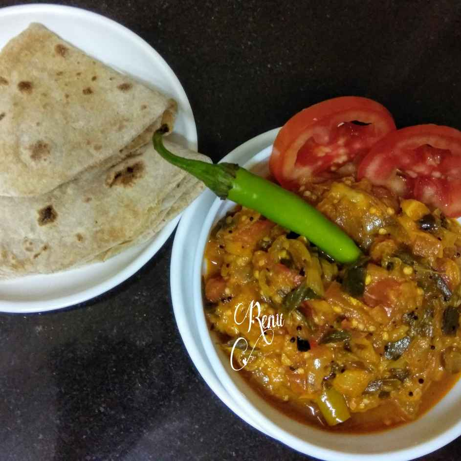 Photo of Hare Pyaaj aur Bengan Ka bharta with Soft Phulkas by Renu Chandratre at BetterButter