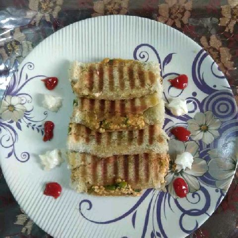 How to make Grilled paneer bread roll