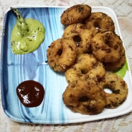 How to make Bread Vada : Stuffed with Paneer and Potato