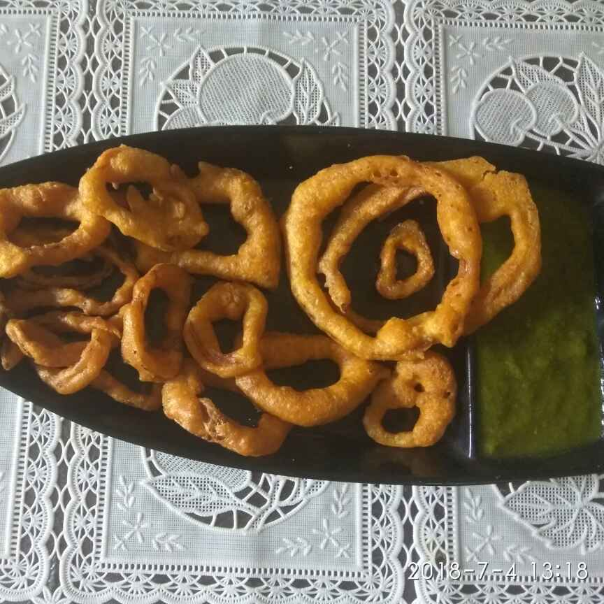 How to make Onion rings with mint chutney.
