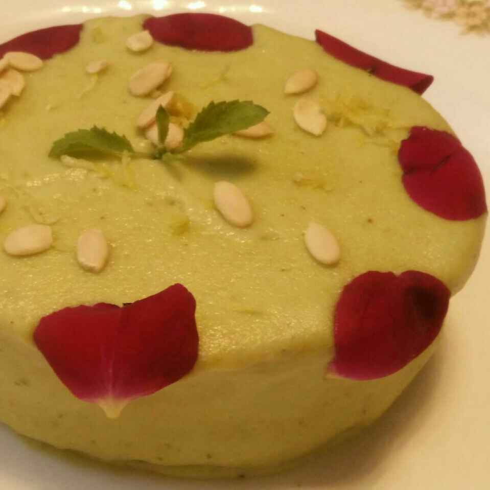 How to make Spinach Cake with Nutmeg Sauce