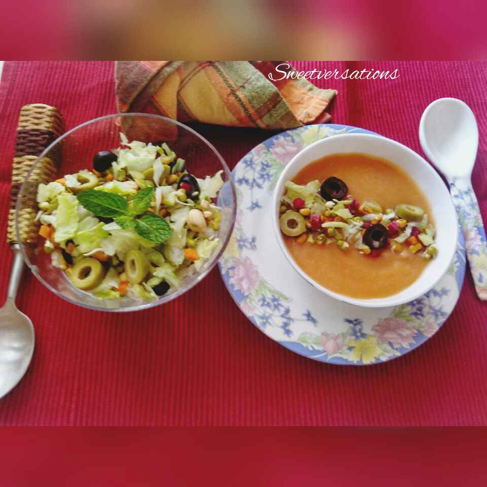 How to make Apple-tomato soup with crisp salad