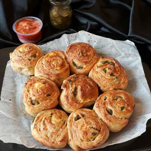 How to make Jalapeno Cheese Bread Rolls