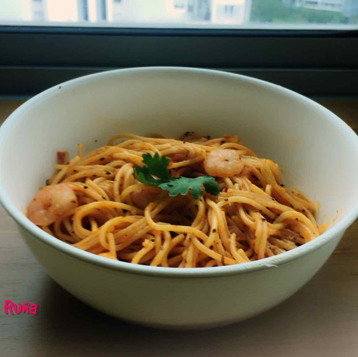 How to make Spaghetti Bolognese With Sauteed Garlic and Shrimps