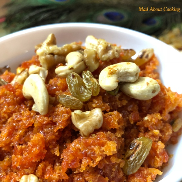 How to make Gajar Ka Halwa ( Microwave Method )