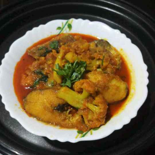 How to make Gurjali fish rosa with potato-cauliflower.
