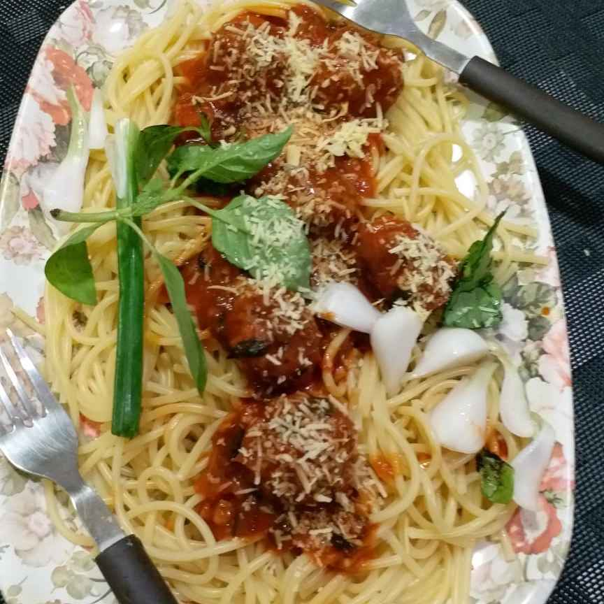 How to make Meat balls in Marinara with Spaghetti.