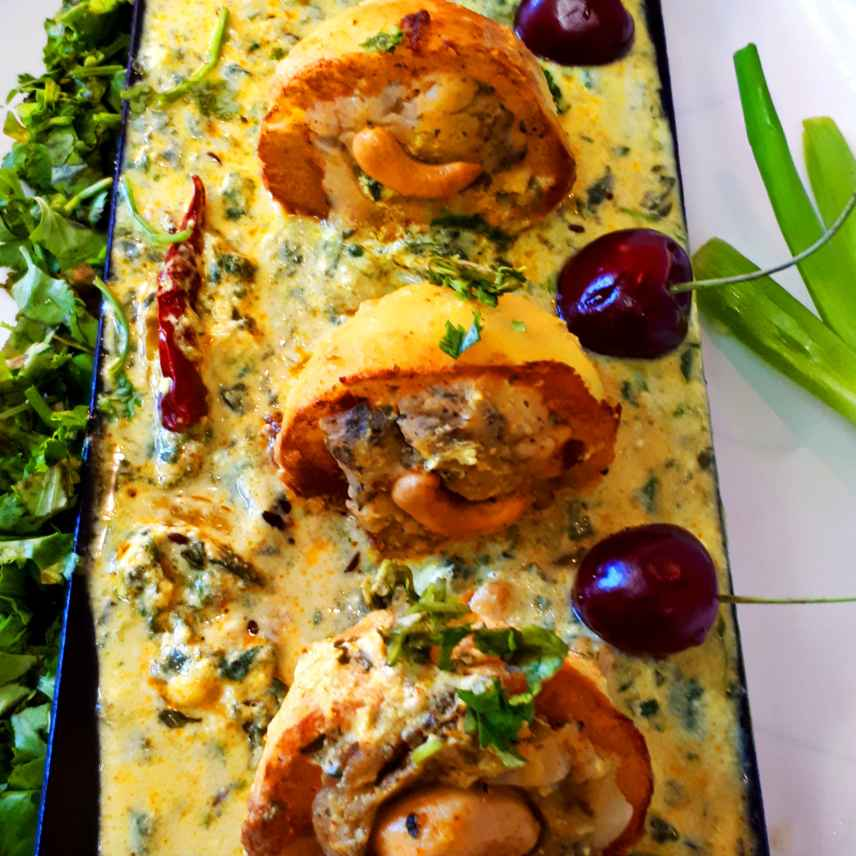 How to make Stuffed Potatoes in Yoghurt Spinach Gravy