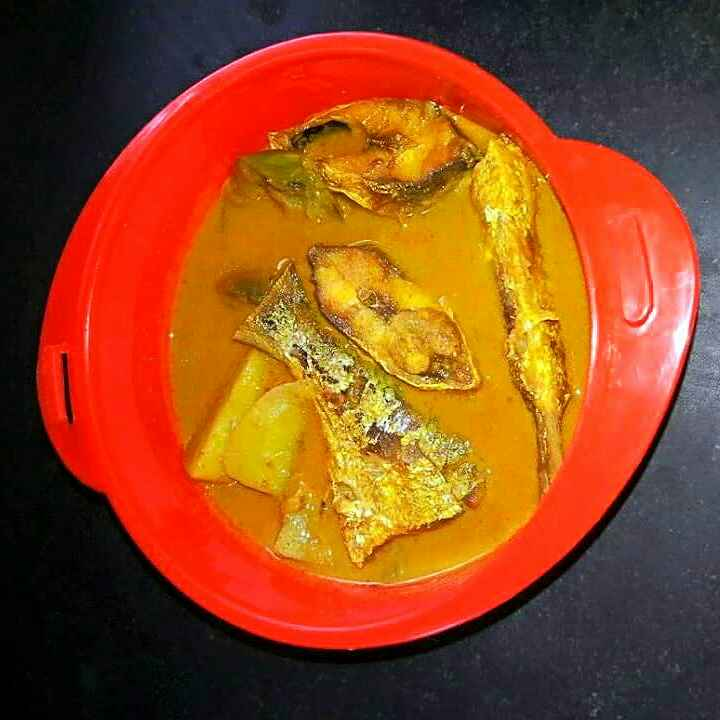 Photo of Hilsha fish with potato and brinjal curry by Sanjhbati sen at BetterButter