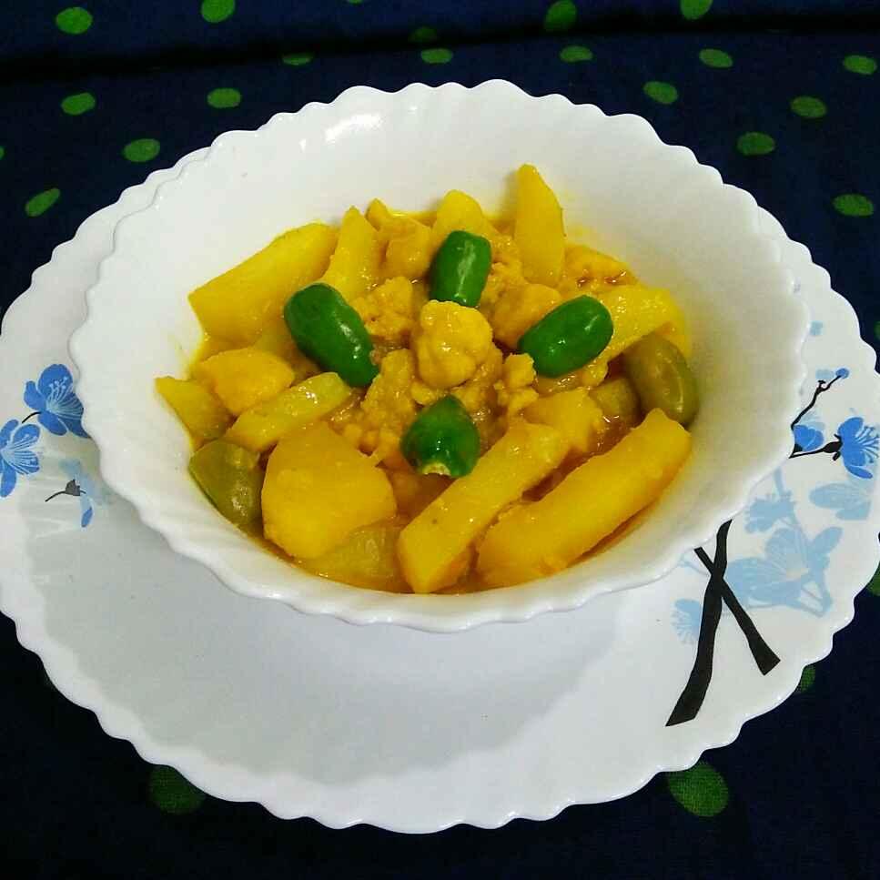 Photo of One pot potato with urad dal bori curry by Sanjhbati sen at BetterButter