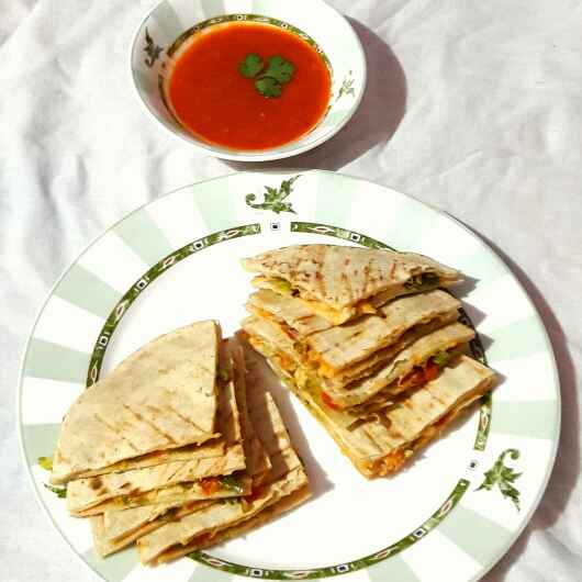 How to make Cheese Quesadillas with Salsa dip