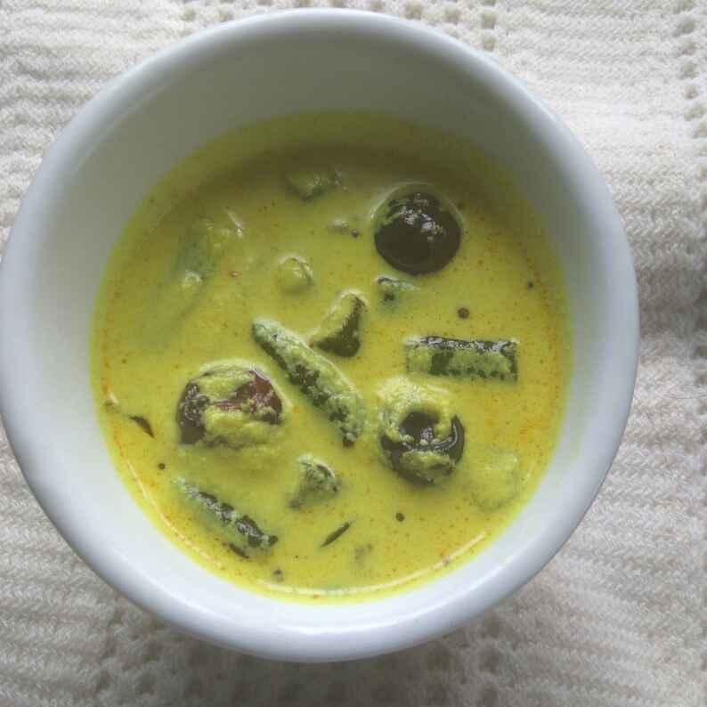 How to make Vendakkai Moru Curry
